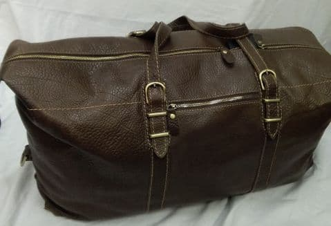 The Large Traveller and Holdall