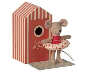 Beach mouse - little sister in cabin de plage