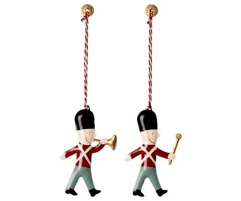 Set of 2 metal ornament - guards