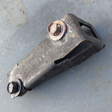 1984-96 C4 RH  Guide Pin Bracket 14043084