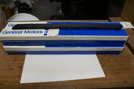 """1985-1991 C4 Corvette,RH """"T P I"""" Fender Moulding,GM 14084410,New"""