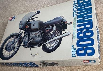 New and Unbuilt TAMIYA 1:8 Scale BMW R 90S kit. Box has storage marks, superb product Tamiya