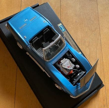 NEW  ex-display  REVELL 1969 427   CORVETTE Convertible  in Blue   1/18 scale  Revell 8835 no box