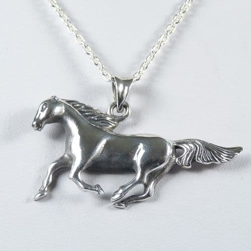 925 Sterling Hand Crafted Silver Horse Pendant & Chain