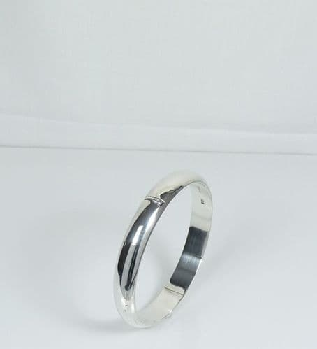 925 Sterling Silver Round D Shape Bangle That Opens With Safety Chain