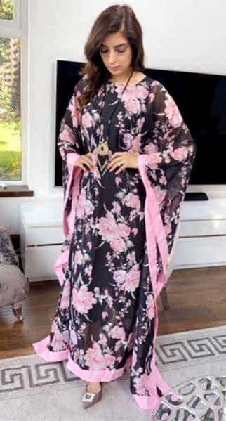 AlisiyaBlack and Pink Flower Spray Georgette Kaftan